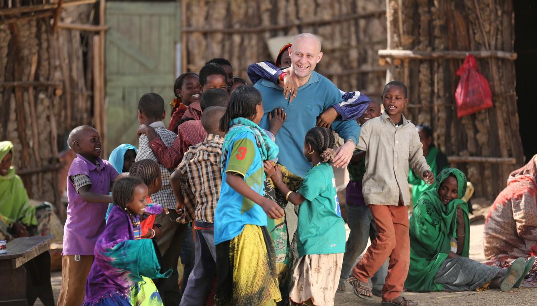 """ARD DER ÄTHIOPIER, am Samstag (27.02.16) um 20:15 Uhr im ERSTEN Endlich geliebt: Frank Michalka (Jürgen Vogel) findet in einem entlegenen Dorf in Äthiopien sein Glück. © ARD Degeto/WDR/MOOVIE/Yidnekachew Shumete, honorarfrei - Verwendung gemäß der AGB im engen inhaltlichen, redaktionellen Zusammenhang mit genannter Degeto-Sendung und bei Nennung """"Bild: ARD Degeto/WDR/MOOVIE/Yidnekachew Shumete"""" (S2). ARD Degeto/Programmplanung und Presse, Tel: 069/1509-335, degeto-presse@degeto.de"""